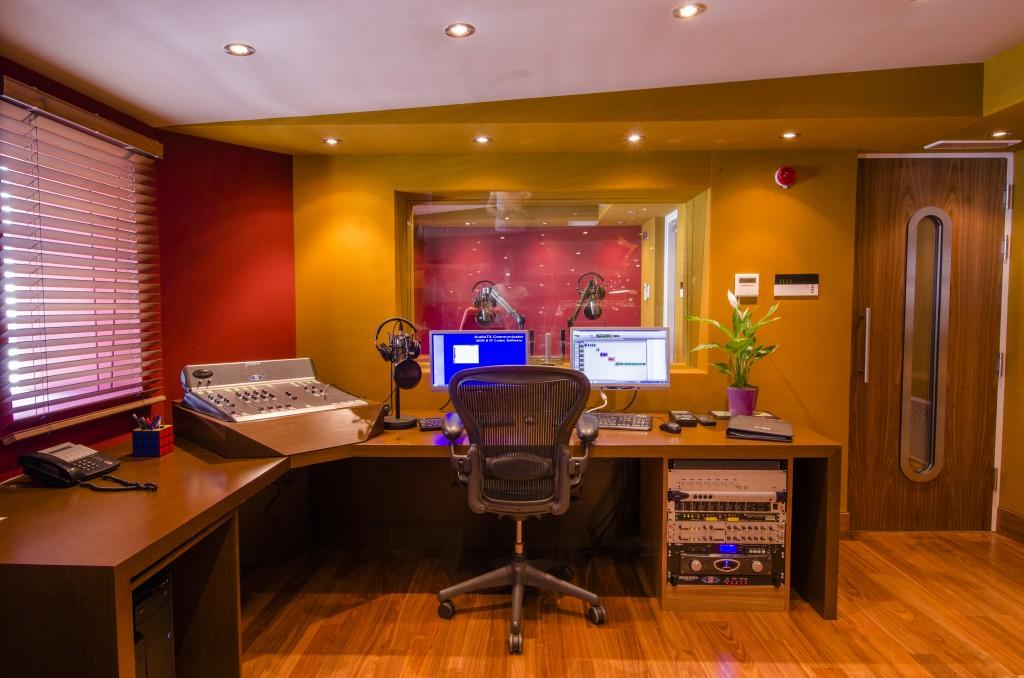 OB - Studio Pics (3 of 8)